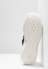 Timberland - FLYROAM GO - Sneakers basse - navy - 4