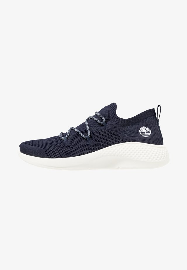 FLYROAM GO - Sneakersy niskie - navy