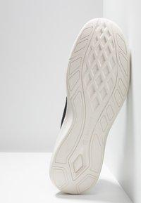 Timberland - FLYROAM GO - Sneakers laag - black - 4