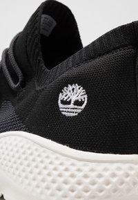 Timberland - FLYROAM GO - Sneakers laag - black - 5