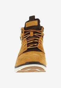 Timberland - KILLINGTON HIKER CHUKKA  - High-top trainers - yellow - 5