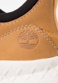 Timberland - BROOKLYN LACE OXFORD - Sneakersy niskie - wheat - 5
