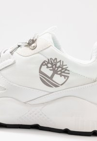 Timberland - RIPCORD LOW SNEAKER - Sneakers laag - white - 5