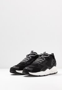 Timberland - RIPCORD LOW SNEAKER - Trainers - black/white - 2