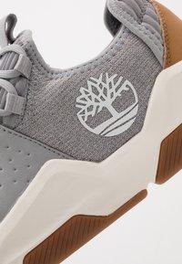 Timberland - EARTH RALLY - Sneakersy niskie - medium grey - 5