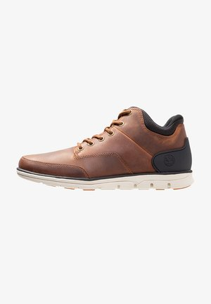 Trainers - rust full grain