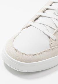 Timberland - DAVIS SQUARE - Sneaker low - white - 5