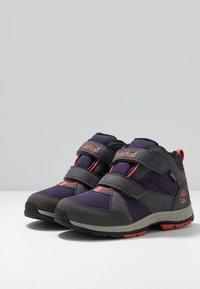 Timberland - NEPTUNE MID GTX 2STRAP - Winter boots - medium grey/navy - 3