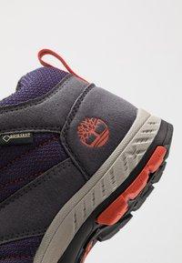 Timberland - NEPTUNE MID GTX 2STRAP  - Winter boots - medium grey/navy - 2