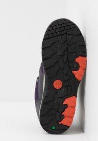 Timberland - NEPTUNE MID GTX 2STRAP  - Winter boots - medium grey/navy - 5