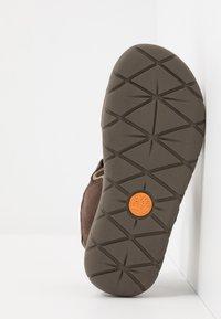 Timberland - NUBBLE - Chodecké sandály - dark brown - 5