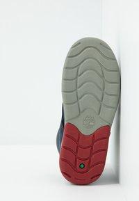 Timberland - TODDLE TRACKS BOOT - Dětské boty - navy - 5