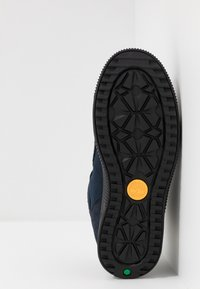 Timberland - CITY STOMP BUNGEE MID GTX - Bottines à lacets - navy - 5