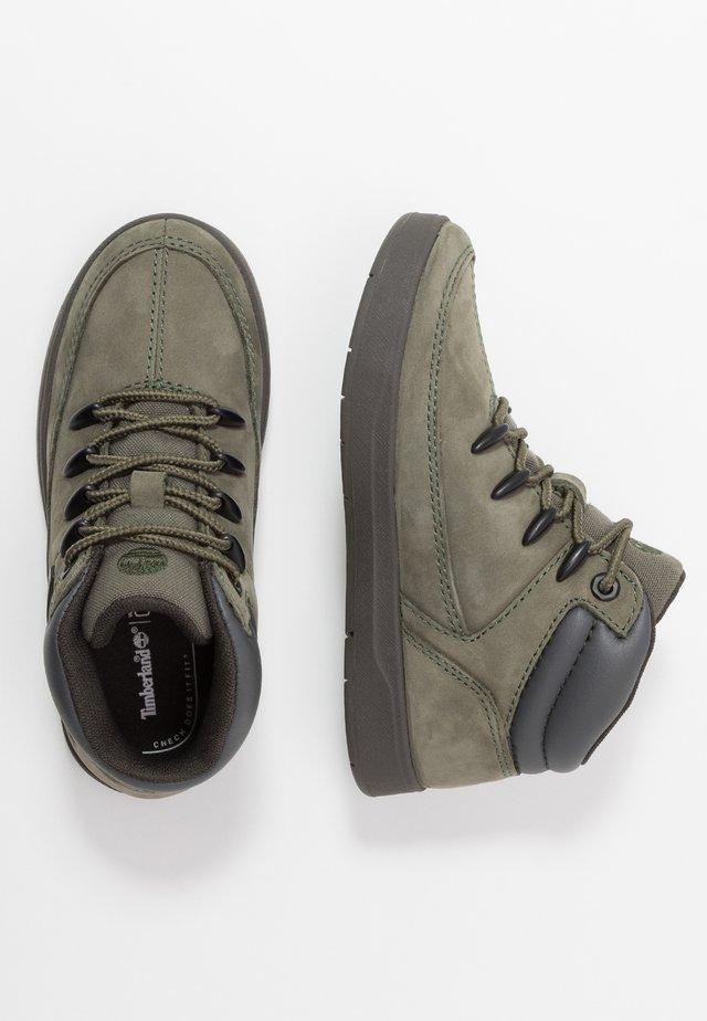 DAVIS SQUARE - Sneakersy wysokie - dark green