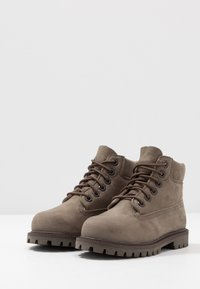 Timberland - 6 IN PREMIUM WP BOOT - Lace-up ankle boots - olive - 3