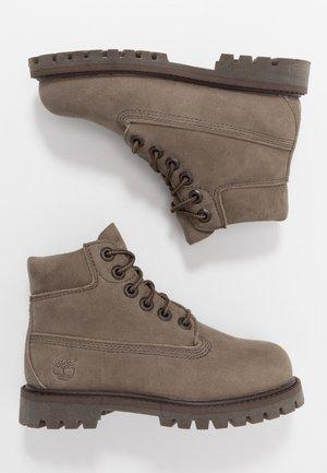 6 IN PREMIUM WP BOOT - Šněrovací kotníkové boty - olive