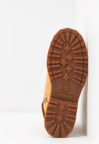 Timberland - COURMA TRADITIONAL - Šněrovací kotníkové boty - wheat - 5