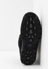 Timberland - CHILLBERG 2-STRAP GTX - Winter boots - black - 5