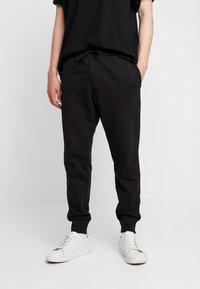 Timberland - CORE ESTABLISHED 1973 - Pantalon de survêtement - black - 0