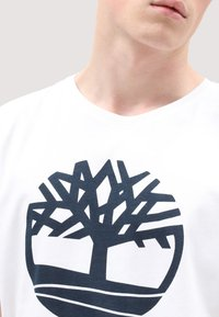 Timberland - SS KENNEBEC  - T-shirt med print - white - 3
