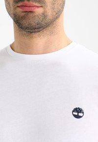 Timberland - CREW CHEST - Basic T-shirt - white - 3