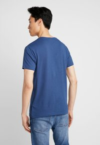 Timberland - CREW CHEST - Basic T-shirt - dark denim - 2