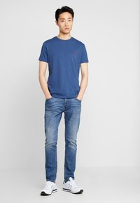 Timberland - CREW CHEST - Basic T-shirt - dark denim - 1