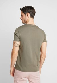 Timberland - CREW CHEST - T-Shirt basic - grape leaf - 2