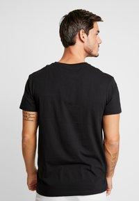 Timberland - CUT & SEW TEE - Print T-shirt - black - 2