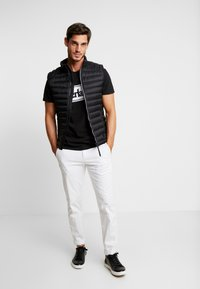 Timberland - CUT & SEW TEE - Print T-shirt - black - 1