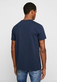 Timberland - DUNSTAN RIVER POCKET SLIM TEE - T-shirt basic - dark sapphire - 2