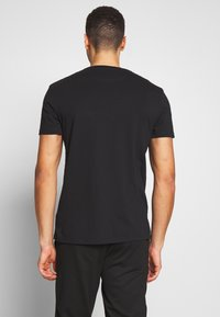 Timberland - DUNSTAN RIVER POCKET SLIM TEE - Basic T-shirt - black - 2