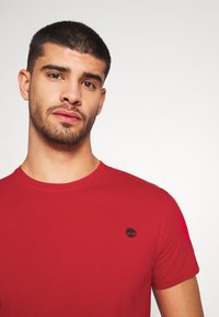 Timberland - DUNSTAN  - T-shirt basic - barbados cherry - 4