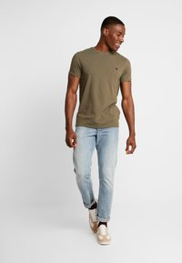 Timberland - DUNSTAN  - T-shirt basic - grape leaf - 1