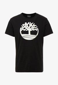 Timberland - KENNEBEC RIVER BRAND REGULAR TEE TREE LINEAR - Camiseta estampada - black - 3