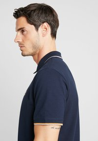 Timberland - TIPPED - Polo shirt - dark sapphire - 3