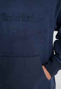 Timberland - MIXED MEDIA IRREGULAR BLOCK - Felpa - dark sapphire - 5