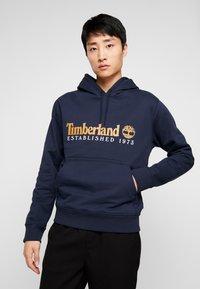 Timberland - ESSENTIAL ESTABLISHED HOODIE  - Hoodie - dark sapphire - 0
