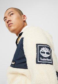 Timberland - OUTDOOR ARCHIVE SHERPA JACKET - Giacca in pile - dark sapphire/white smoke - 5