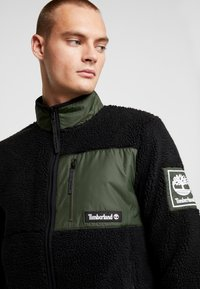 Timberland - OUTDOOR ARCHIVE SHERPA JACKET - Veste polaire - duffel bag/black - 3