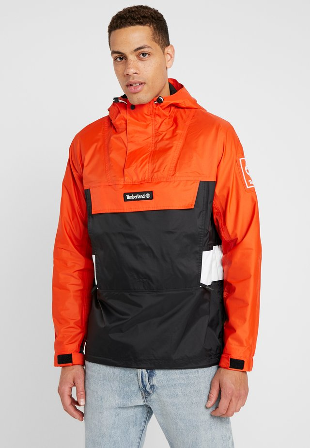OUTDOOR ARCHIVE HOODED - Tuulitakki - spicy orange/black