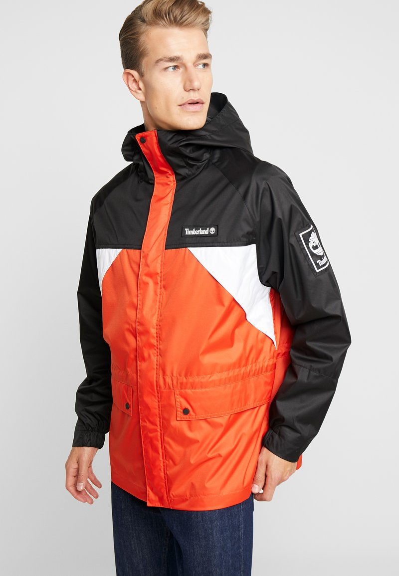 Timberland - OUTDOOR ARCHIVEHOODED  - Giacca a vento - white/spicy orange/black