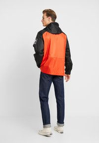 Timberland - OUTDOOR ARCHIVEHOODED  - Giacca a vento - white/spicy orange/black - 2