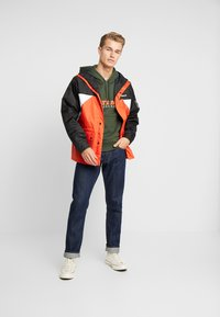Timberland - OUTDOOR ARCHIVEHOODED  - Giacca a vento - white/spicy orange/black - 1