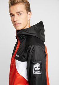 Timberland - OUTDOOR ARCHIVEHOODED  - Giacca a vento - white/spicy orange/black - 3