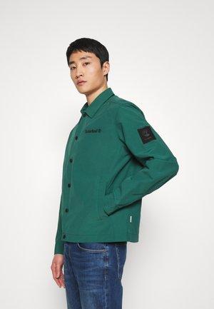 KIDDER MOUNTAIN COACH JACKET - Summer jacket - hunter green