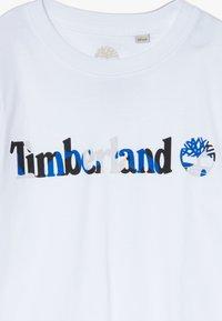 Timberland - SLEEVES TEE - Print T-shirt - white - 3