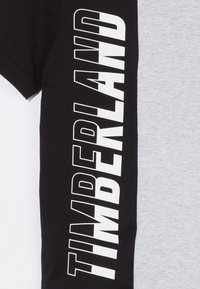 Timberland - Print T-shirt - grey/black - 2