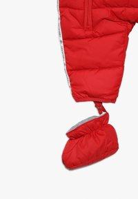 Timberland - BABY COMBINAISON PILOTE - Snowsuit - tomate - 4