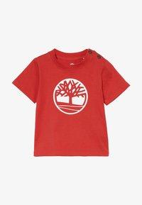 Timberland - SHORT SLEEVES TEE - Print T-shirt - red - 3